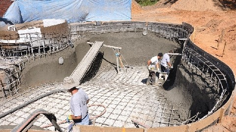 What's Involved in Building a Shotcrete Swimming Pool?